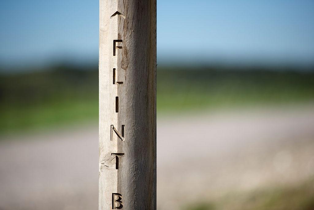 oak sign post detail